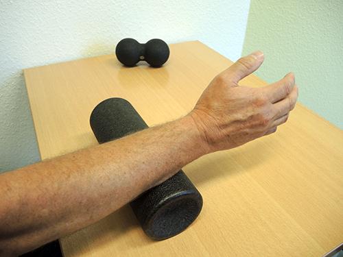 Hand-Armtraining mit einer Rolle